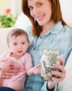 Мама получает выплаты на ребенка