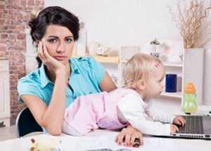 Мать ИП сидит дома с ребенком