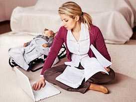 Молодая мама-студентка