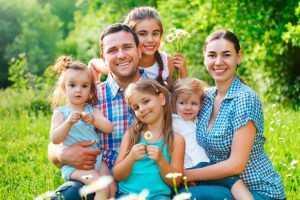 Выплаты нуждающимся семьям в Омске